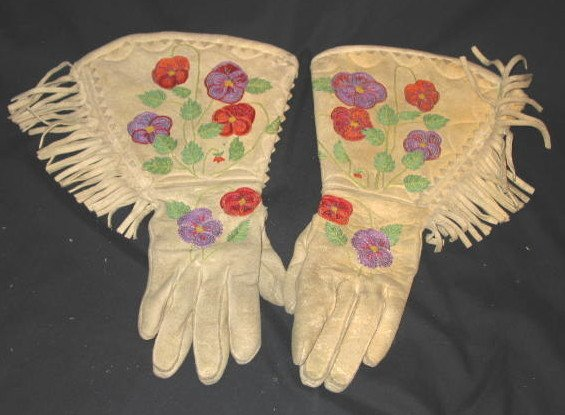 15: PAIR OF EMBROIDERED GAUNTLETS