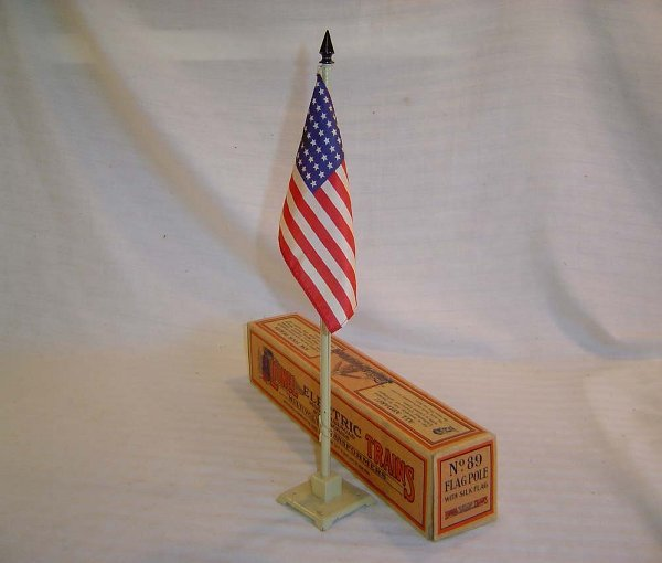 3: ABT3 Great Lionel #89 Early Flagpole/Brick OB