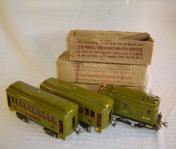 8: ABT8 Lionel #8 Olive Green Set w/#337/338 Cars