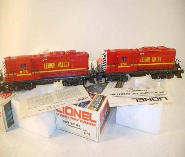 1008: ABT: Mint Lionel #8775/#8778 LV GP-9 Diesels/Obs