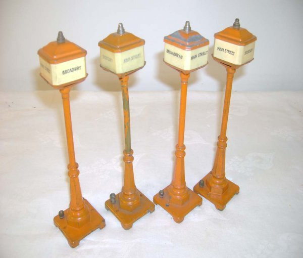 19: ABT: 4 Lionel #57 Broadway Orange Street Lamps