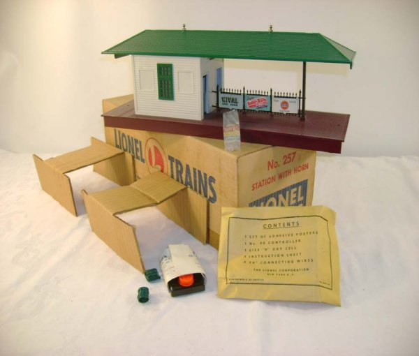 4: ABT: Mint Lionel #257 Freight Station with Horn/ OB+