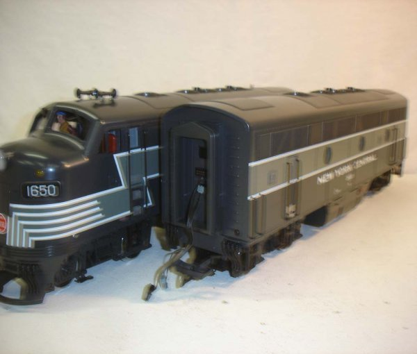 275: ABT: LGB NYC Passenegr Set in Silver Trunk - 5