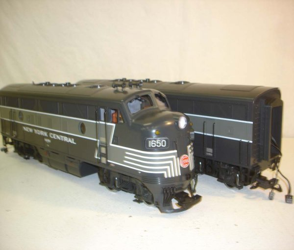 275: ABT: LGB NYC Passenegr Set in Silver Trunk - 6