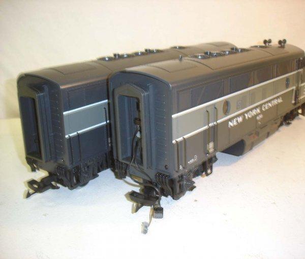 275: ABT: LGB NYC Passenegr Set in Silver Trunk - 7
