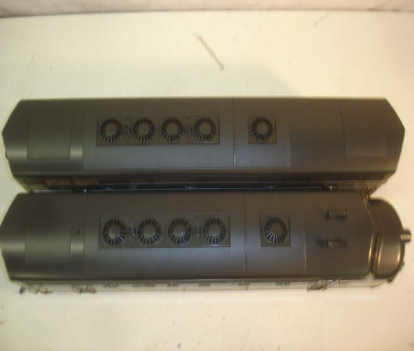 275: ABT: LGB NYC Passenegr Set in Silver Trunk - 8