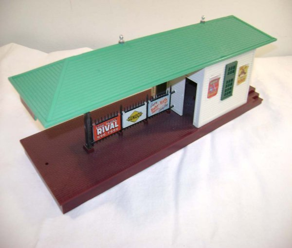 501: ABT: Scarce Lionel #256 Freight Station/Light-Gree