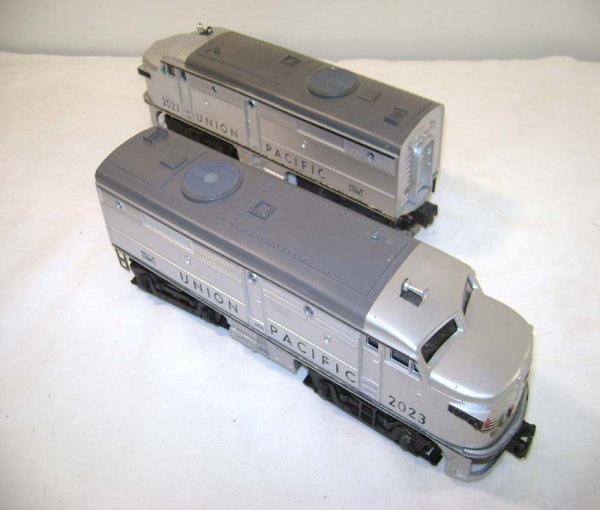 4: ABT: Lionel #2023 Silver/Gray UP Alco Diesels