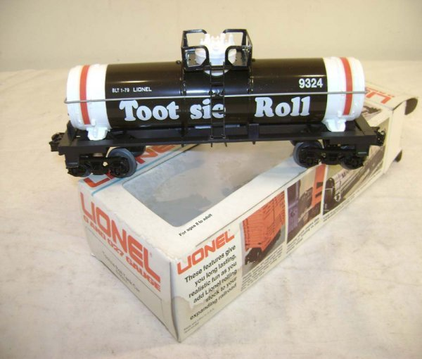 1073: ABT: Scarce Lionel #9324 Tootsie Roll Tank Car/OB
