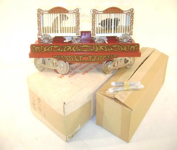12: ABT: McCoy's #256 TPC White/Red Flat Car with Tiger