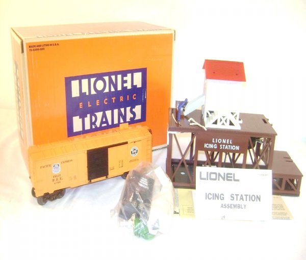 3: ABT: Mint Lionel #2306 Operating Ice Depot and PFE C