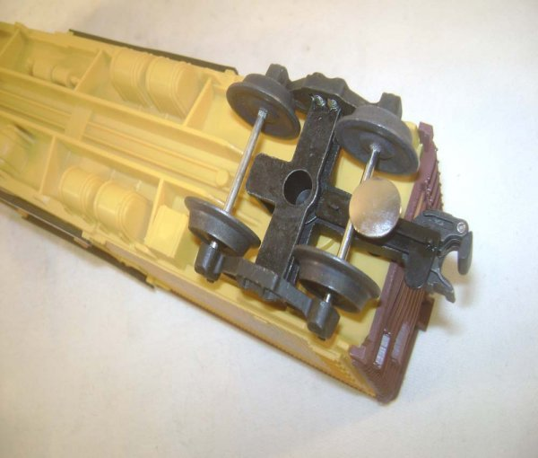 279: ABT: 5 Assorted Lionel Fallen Flags RR Freight Car - 9