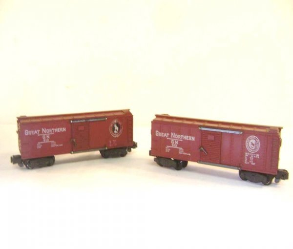 24: ABT: AF S: Two #913 Great Northern Box Cars