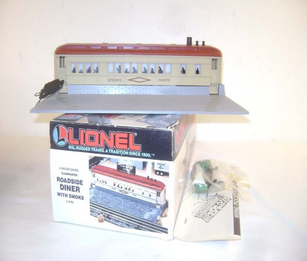 17: ABT: Lionel #12722 Illuminated Roadside Diner with