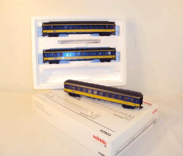 6: ABT: Marklin HO 3-item #42903 Express Train Passenge