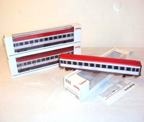 24: ABT: Marklin HO Passenger Coaches #42771 (2) & #427