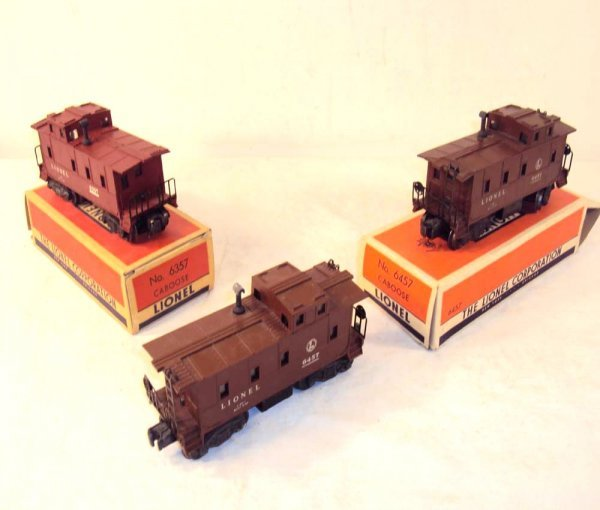 12: ABT: 2 Lionel #6457 & #6357 Cabooses/OBs