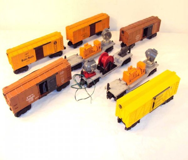 16: ABT: 8 Assorted Lionel Freight Cars
