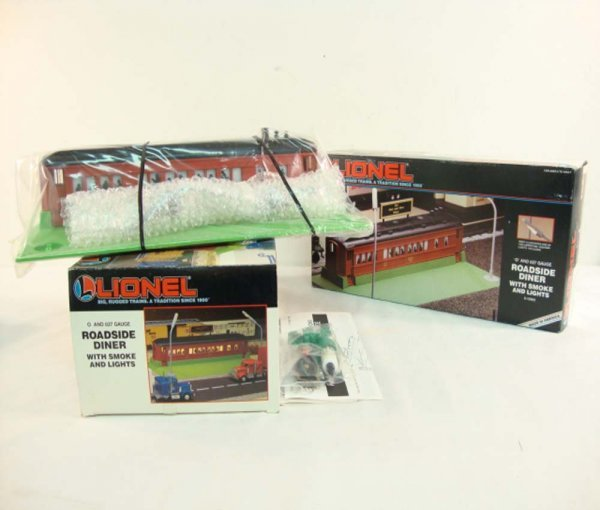 7: ABT: 2 Mint Lionel #12802 Roadside Diners with Smoke