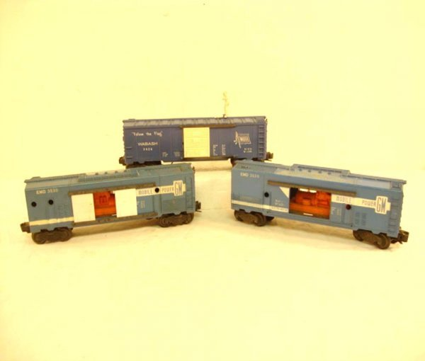 12: ABT: 2 Lionel #3530/ #3424 Operating Freight Cars