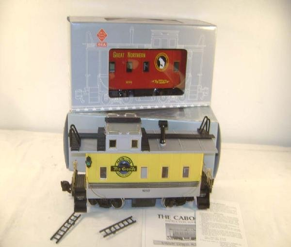 11: ABT: G Scale: Aristo #42101 Great Northern Caboose/