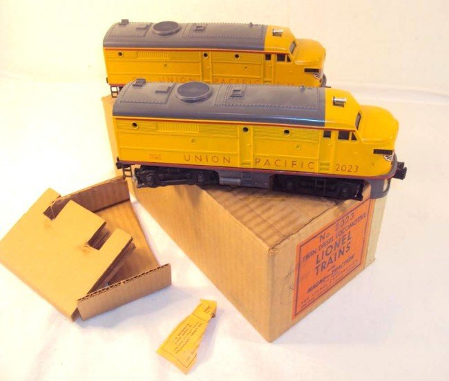9: ABT: Outstanding Lionel #2023 Yellow/Gray Union Paci