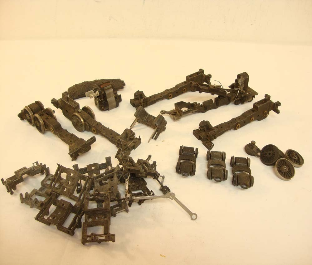 16: ABT: Lionel OO Gauge Engine/Tender Parts Lot