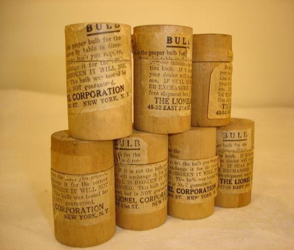 19: ABT:7 Lionel #30 Lamps Original Wooden Barrels