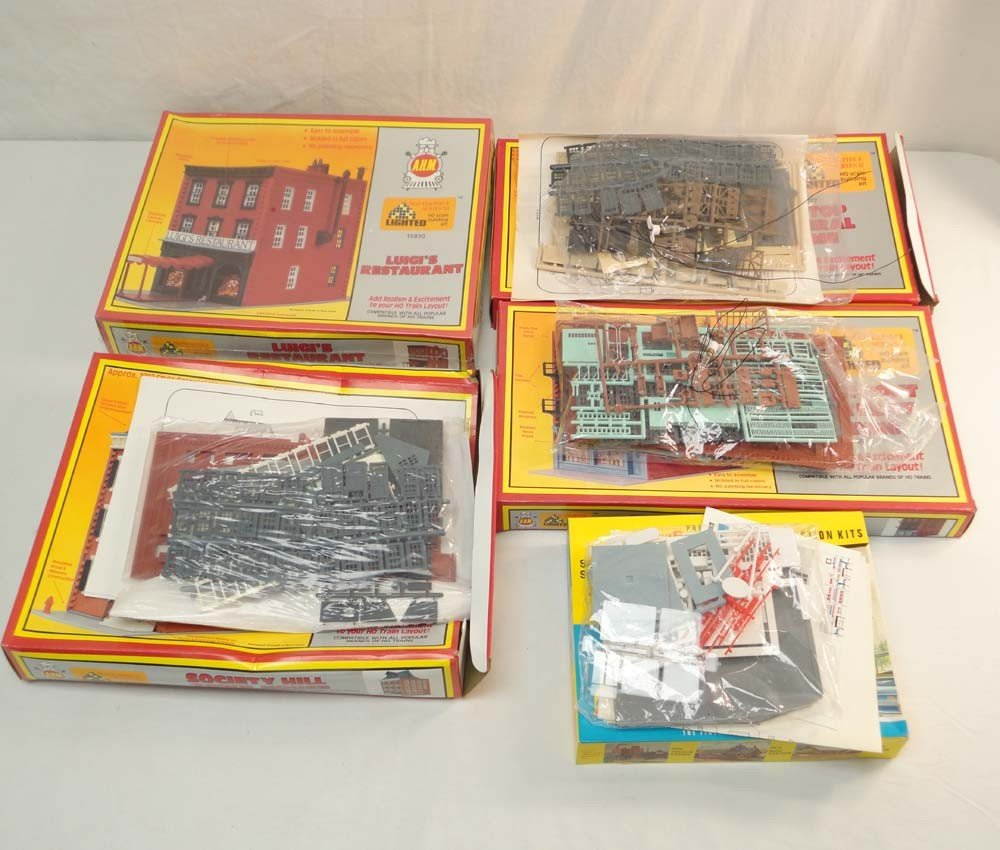 2: ABT: AHM HO Scale: 5 Assorted Building Kits/OBs