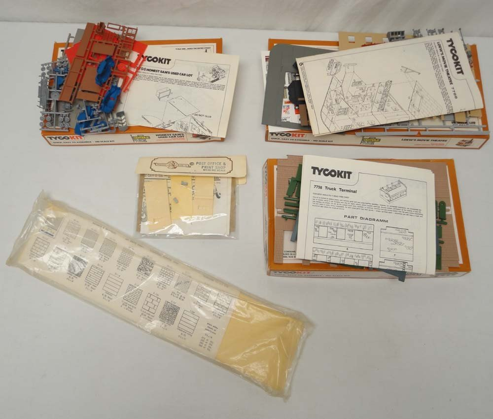 4: ABT: Tyco HO Scale: 3 Assorted Building Kits/OBs