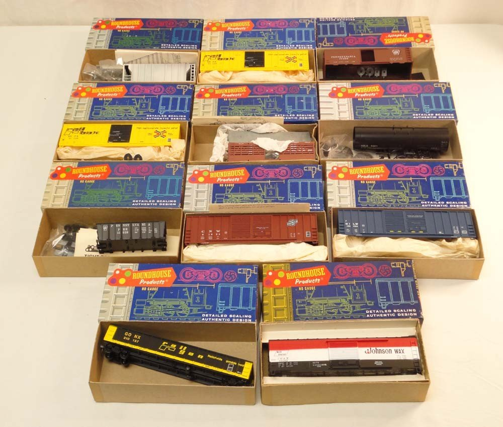 7: ABT: Roundhouse HO Scale: 11 Assorted Freight Cars/O