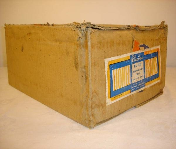 319: ABT: Nice Lionel #1132W 1942 Passenger Set Box