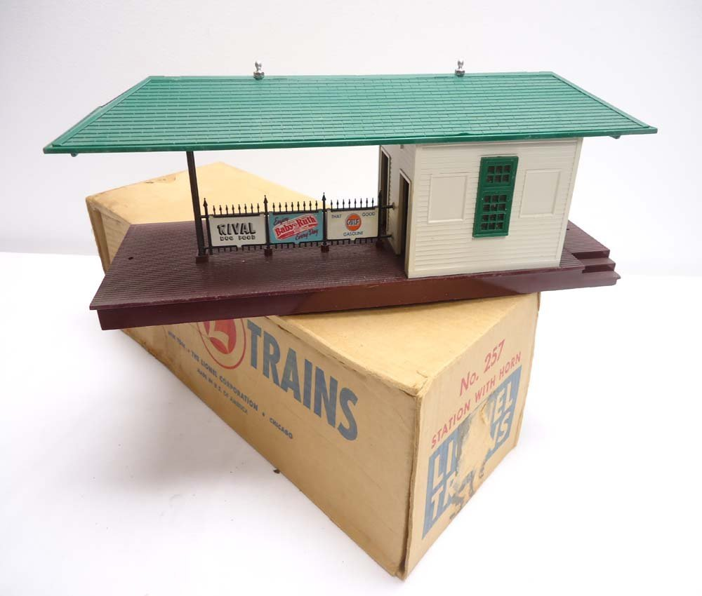 14: ABT: Lionel #257 Freight Station with Horn/ OB