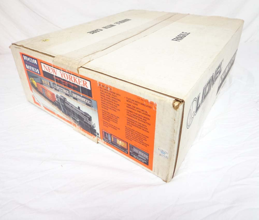 7: ABT: Mint/Sealed Lionel #11744 NYC New Yorker Combin