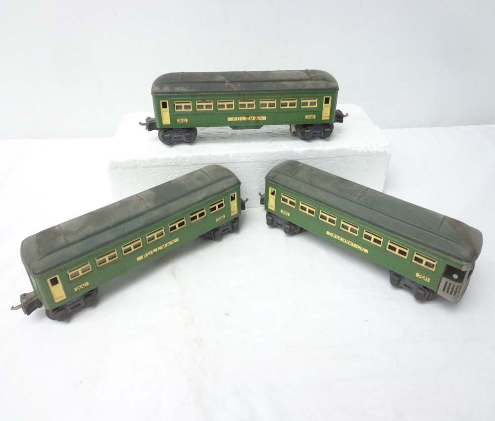 16: ABT: Lionel 2 #2640 and a #2641 Green Passenger Car