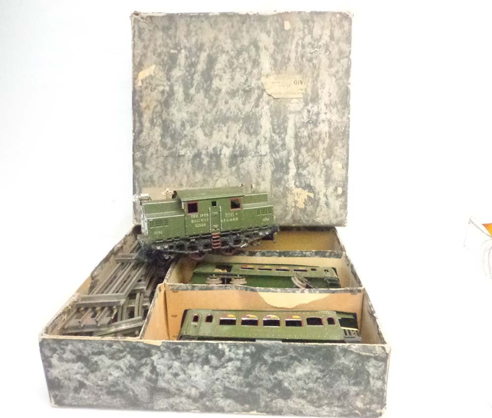 ABT: Ives #700 Wide Gauge Olive Green Passenger Set/OB