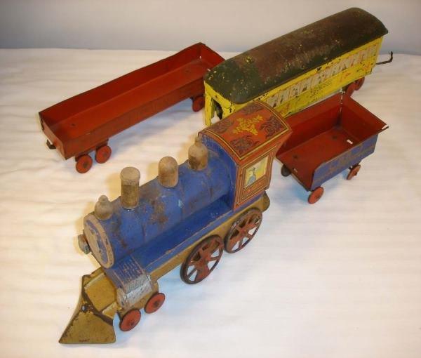 10: ABT: Scarce Converse 1902 Floor Train with Engine,