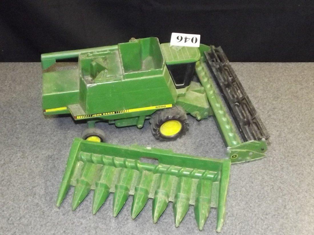TOY JOHN DEERE 9500 COMBINE TRACTOR