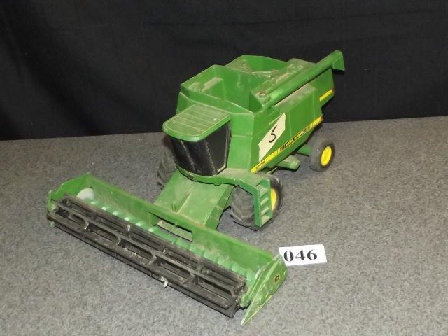 TOY JOHN DEERE 9500 COMBINE TRACTOR - 2