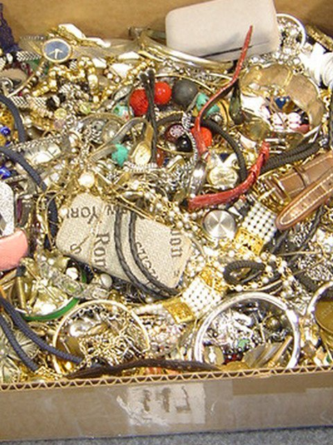 APPROX. 10 LBS. UNSEARCHED COSTUME JEWELRY