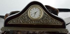 QUARTZ Desktop Clock