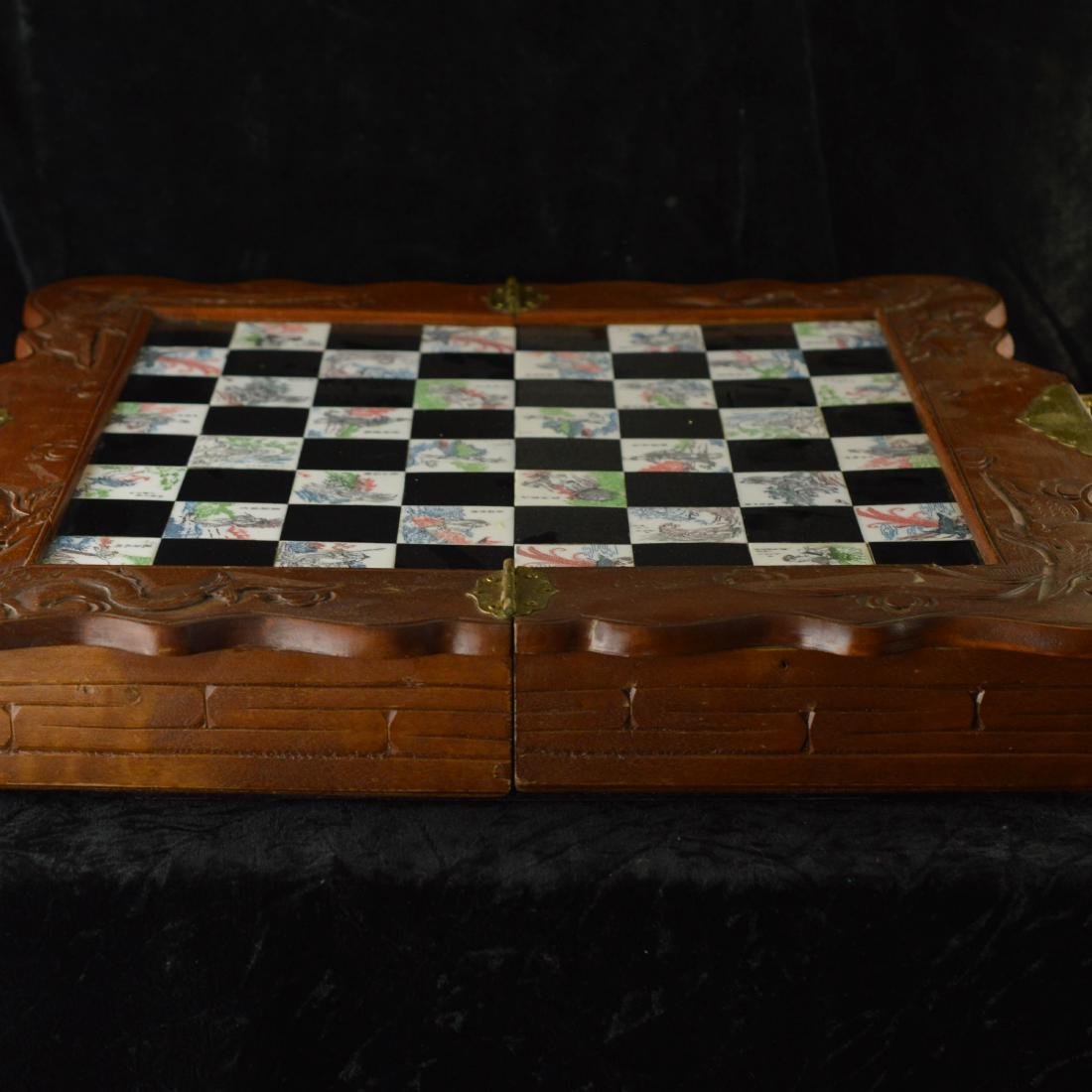 Foldable chess game table with chess set