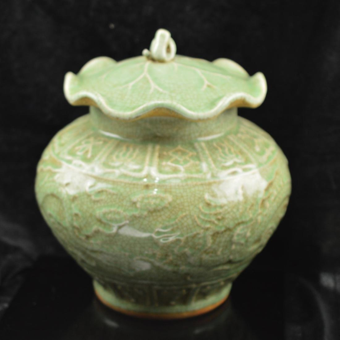 Long Quan Yao style lotus jar