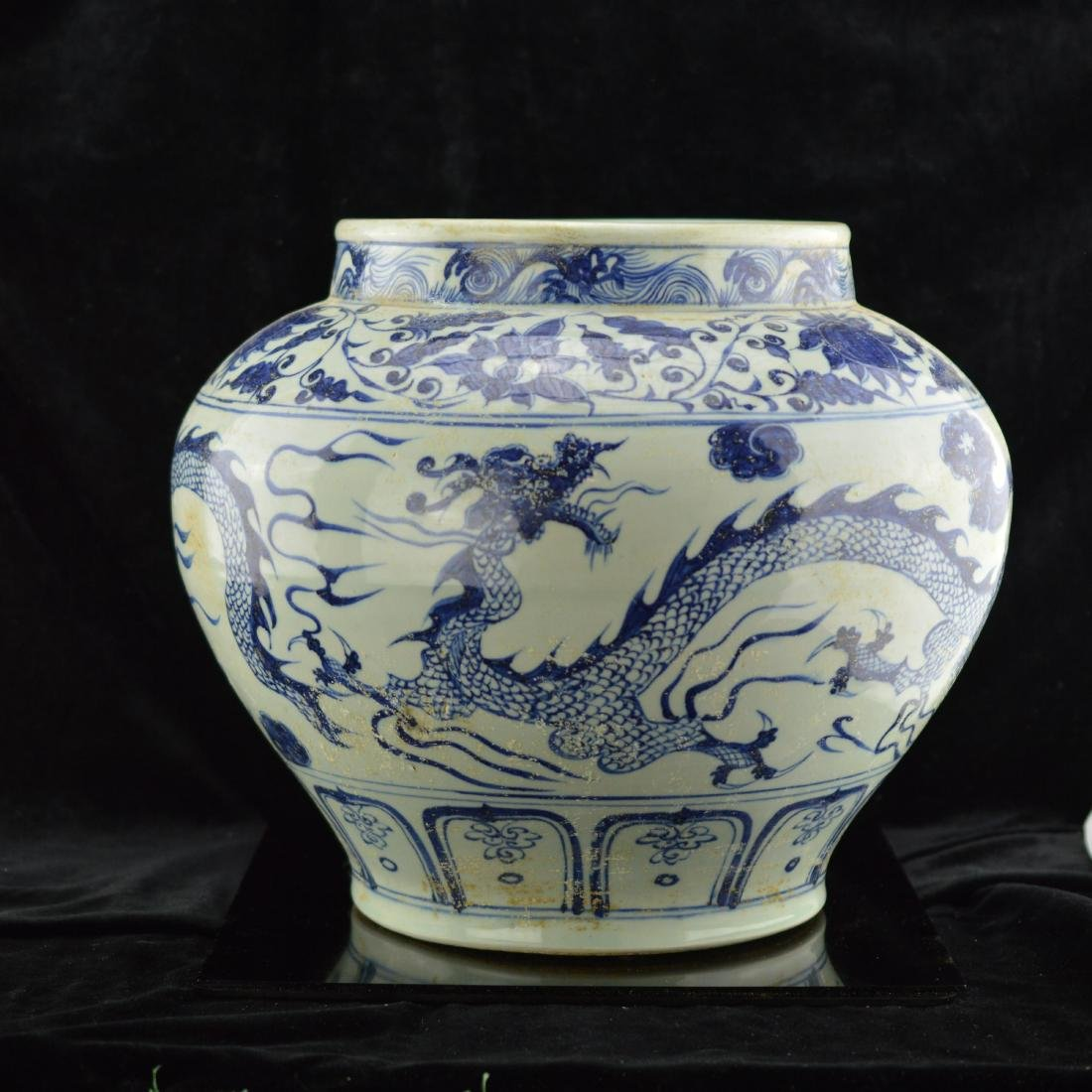 Blue and white dual dragon jar
