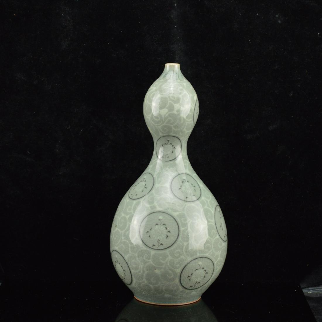 Famille Vert Porcelain Gourd Vase