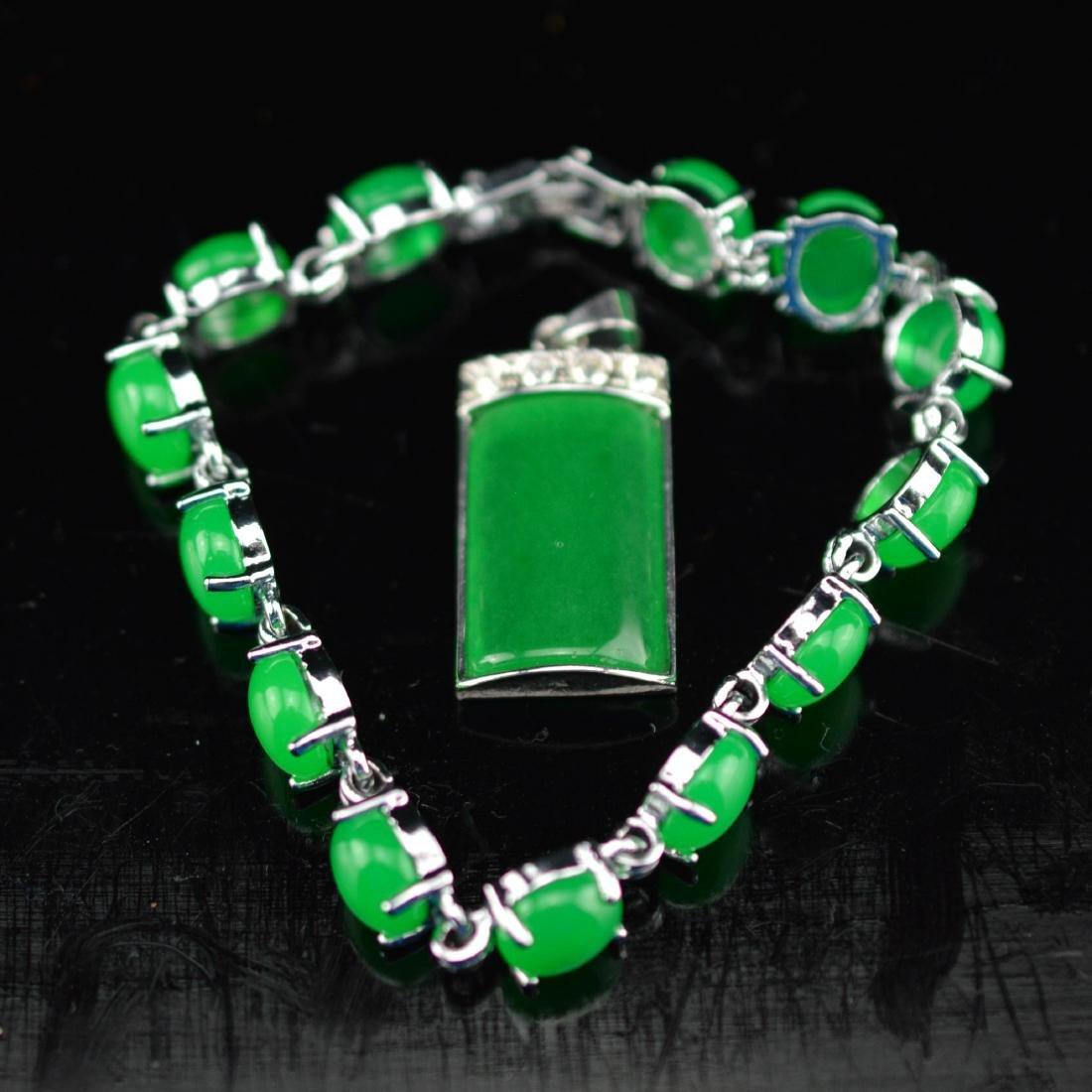 Green agate bracelet and pendant