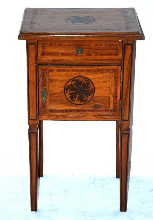 comodino intarsiato in legni vari stile Luigi XVI