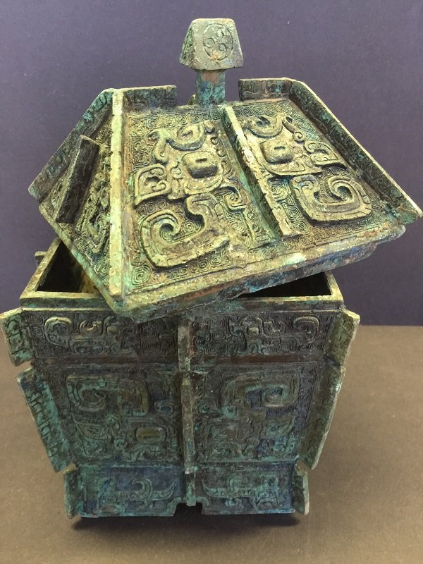 A Finely Carved Archaic Bronze Lidded Box - 3