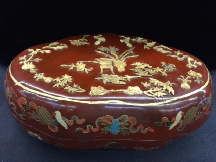 Antique Chinese Laqcker Box Inlaid Ox Bone Motif