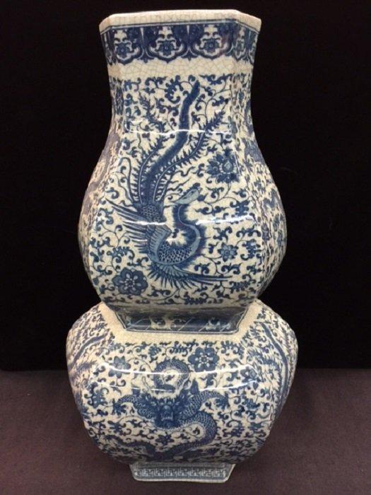 Qing Qianlong Mark Hexagonal Blue and White Vase